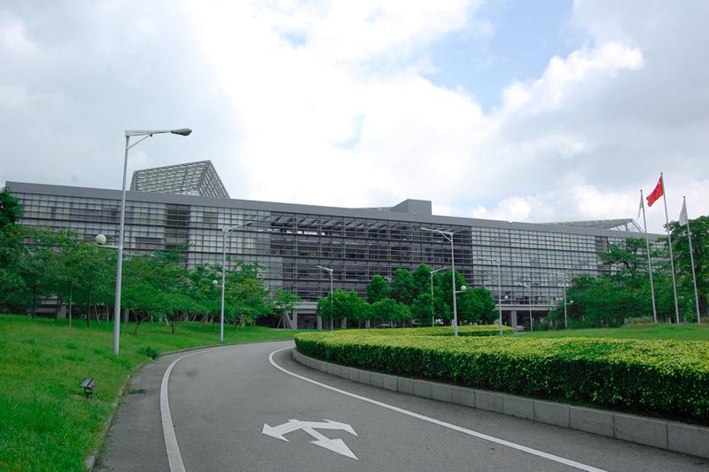 行政楼,这里的楼采用横向设计,没用高楼,很低碳