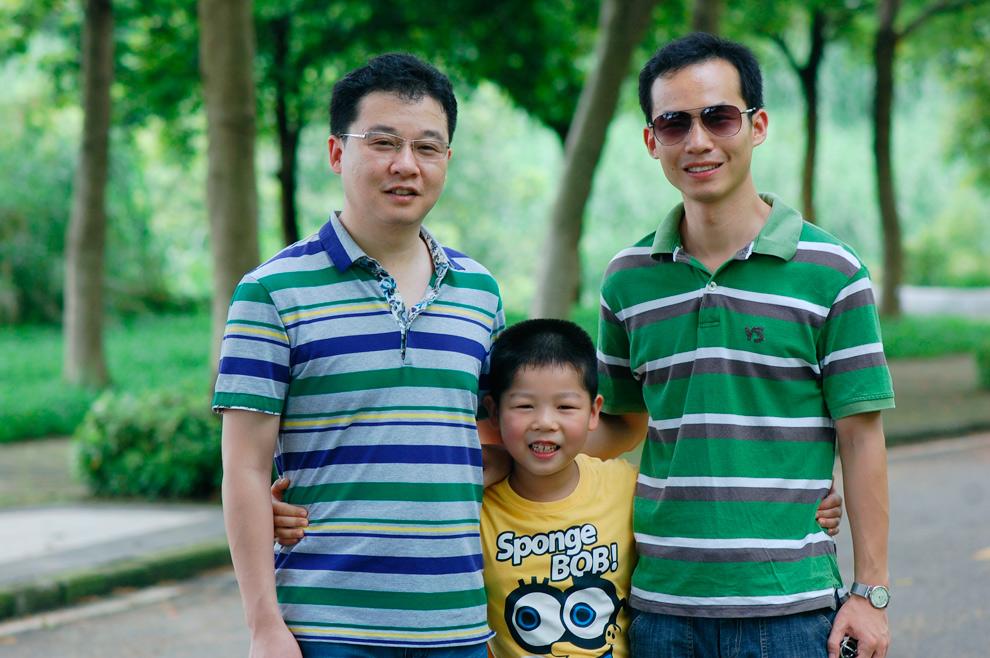 呵呵,小侄子说我像哥哥,他爸像弟弟